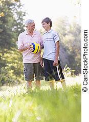 palla, nipote, parco, nonno, presa a terra, sorridente