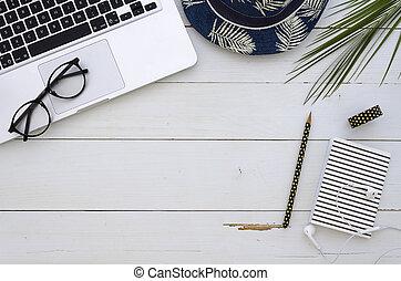 palm, glasögon, freelencer, workspace, anteckningsbok, trä, hatt, kontor, mockup, flatlay, silver, bakgrund., blad, tillbehör, vit