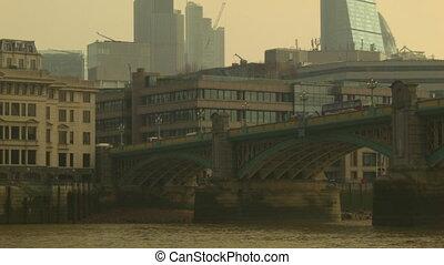 Pan on the Southwark Bridge