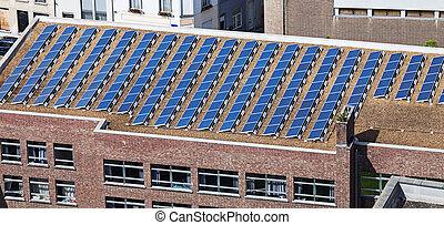paneles solares, en, edificio, techo