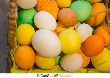 panier, à, coloré, oeufs, sur, agricole, ferme, marché, vue...