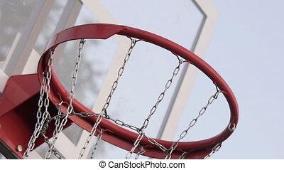 panier, moderne, sky., jour, urbain, ensoleillé, été, métal, fin, chaîne, clair, concept, fond, field., bleu, jouer, haut, filet, basket-ball