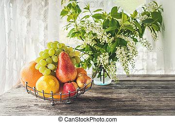 panier, rustique, fond, pêche, bouquet, citron, pamplemousse, day., poire, fruit, ensoleillé, cerise, petit, table, fleurs blanches, oiseau