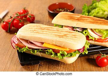 panini with tomato, cheese and ham
