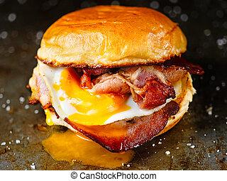 panino, pancetta affumicata, rustico, azotemia, colazione, uovo