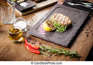 panko, cotto ferri, limone, bistecca tonno