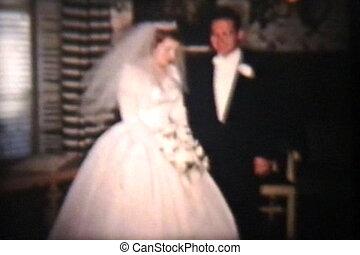 panna młoda i oporządzają, na, poślubny dzień, 1960