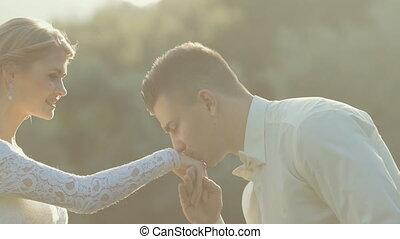 panna młoda, jej, szambelan królewski, pocałunki, ręka,...