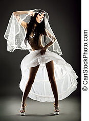 panna młoda, seminude, poślubny strój, fason, wysoki