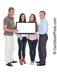 panneau affichage, groupe, tenue, gens