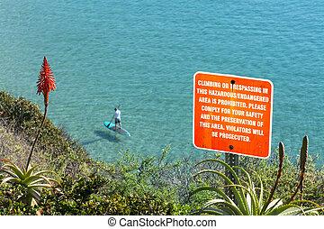 panneau avertissement, sur, falaise