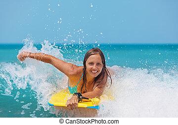 panneau boogie, mer, vagues, girl, joyeux, natation