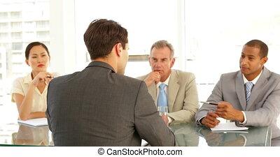 panneau, dur, interviewé, homme affaires, être