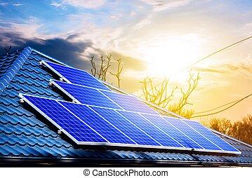 panneaux, solaire, toit, bâtiment