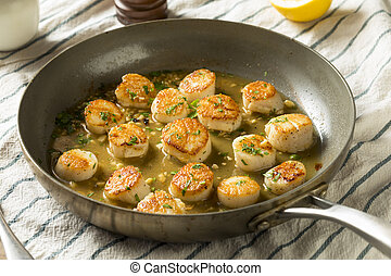 Panned Seared Scallops in Broth Ready to Eat