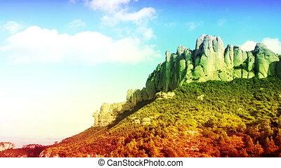 panning, timelapse, van, de, beroemd, en, majestueus, montserrat, bergen, in, catalonië, dichtbij, barcelona, spanje, fantastisch, hoog, kwaliteit, 4k, resolutie, (4096x2304).
