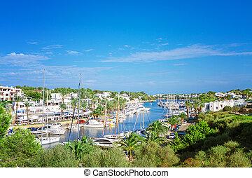panoráma, közül, a, cala, d'or, jacht, marina, kikötő, noha, szórakozási, boats., mallorca, spanyolország
