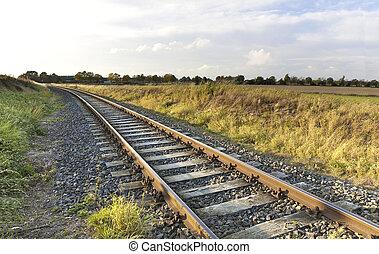 panorâmico, ferrovia, em, área rural, em, pôr do sol