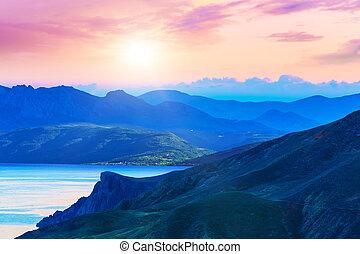 panorâmico, pôr do sol, montanhas