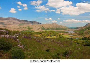 panorâmico, paisagem, com, lago, e, montanhas