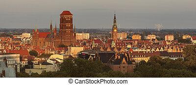 panorama, de, gdansk, em, pôr do sol