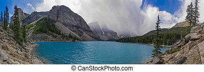 panorama, de, lago moraine, em, parque nacional banff, alberta canadá