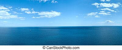panorama, di, uno, mare, paesaggio, con, nubi bianche, e, il, tranquillo, acqua blu
