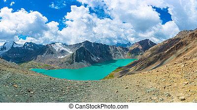 panorama, górskie jezioro, ala-kul, kyrgyzstan.