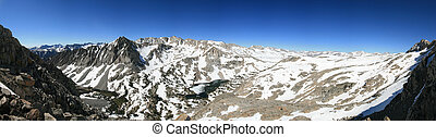panorama of Piute Pass overlook in the Sierra Nevada Mountains from the side of Mount Emerson