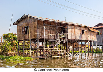 Inle lake - Panorama of the small Floating village at Inle ...