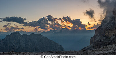 panorama utsikt, av, fjäll, sunset.