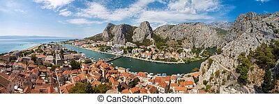 panorama, von, omis, stadt, in, kroatien