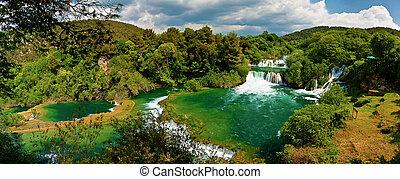 panorama, von, wasserfälle, in, krka, nationalpark, kroatien