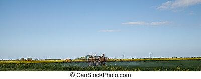 Panoramic crop spraying