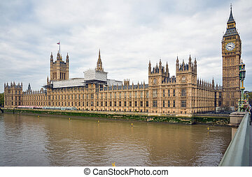 Panoramic landscape of River Thames and Palace of Westminster with Big Ben from Westminster Bridge. London, UK.