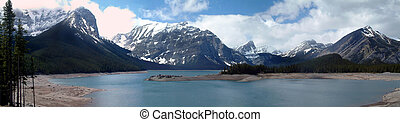 Upper lake - Panoramic picture of Upper lake in Kananaskis...