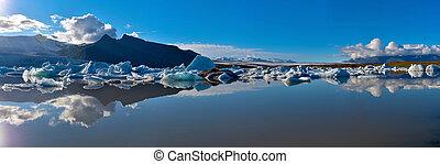 Panoramic view of Fjallsarlon glacier lake in Southern Iceland, Vatnajokull glassier.