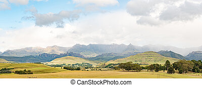 Panoramic view of the Drakensberg at Garden Castle