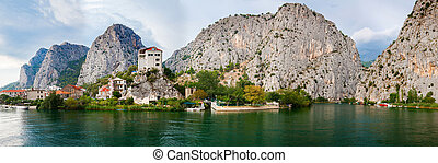 panoramic view of the small town Omis