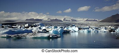 Panoramic view over hundreds of icebergs