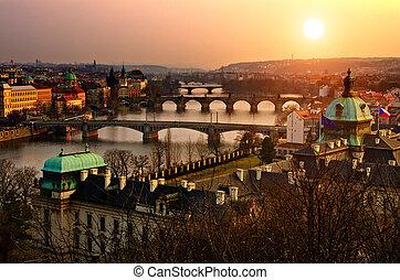 panoramische ansicht, auf, charles brücke, und, sonnenuntergang, prag, lights., böhmen, tschechische republik