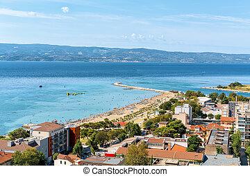 panoramische ansicht, von, klippen, und, cetina, fluß, adriatisches meer, omis