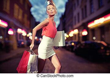 pantalló, mosolygós, bevásárlás, leány