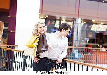 pantalló, párosít, bevásárlás, fiatal, boldog