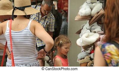 pantofelki, ulica, sklep, wybierając, ludzie