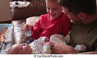 papa aidant, bébé