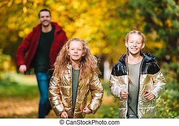 papa, beau, gosses, famille, jour automne