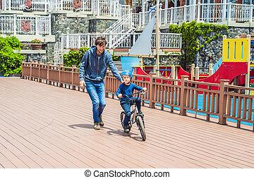 papa, cavalcade, parc, fils, vélo, enseigne