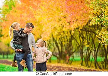 papa, jouir de, gosses, famille, automne, automne, amusement, day., avoir