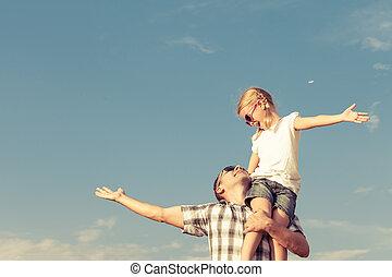 papa, maison, fille, jouer